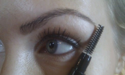 Fixa snygga ögonbryn