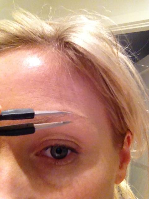 Rubis heter den bästa pincetten för att fixa fina ögonbryn