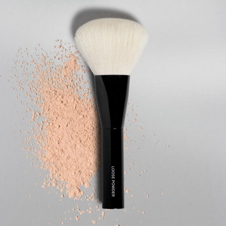 MAKETHEMAKE Loose Powder Brush