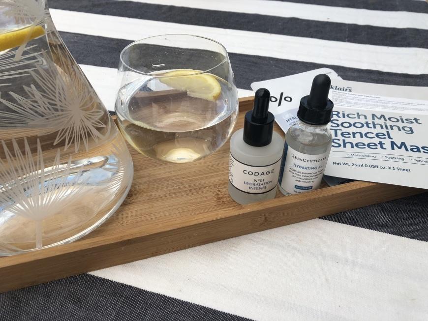 Hjälper det att dricka vatten mot torr hud?