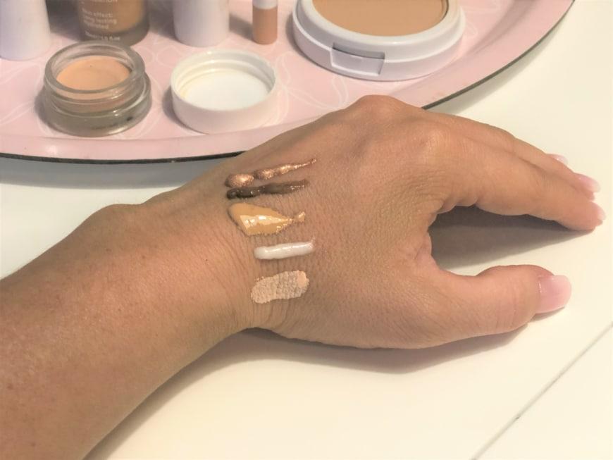 swatch på makeupprodukter