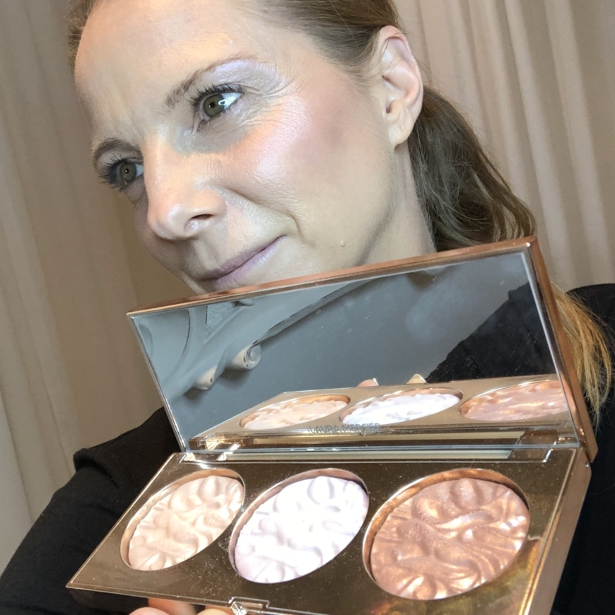 Yasemin med PAINT WITH LIGHT RADIANT FACE ILLUMINATOR TRIO COLLECTION