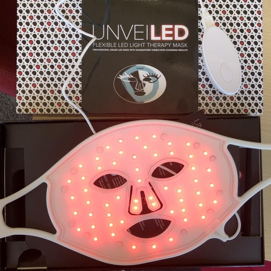 LED-maskens baksida där man ser alla 48 lamporna