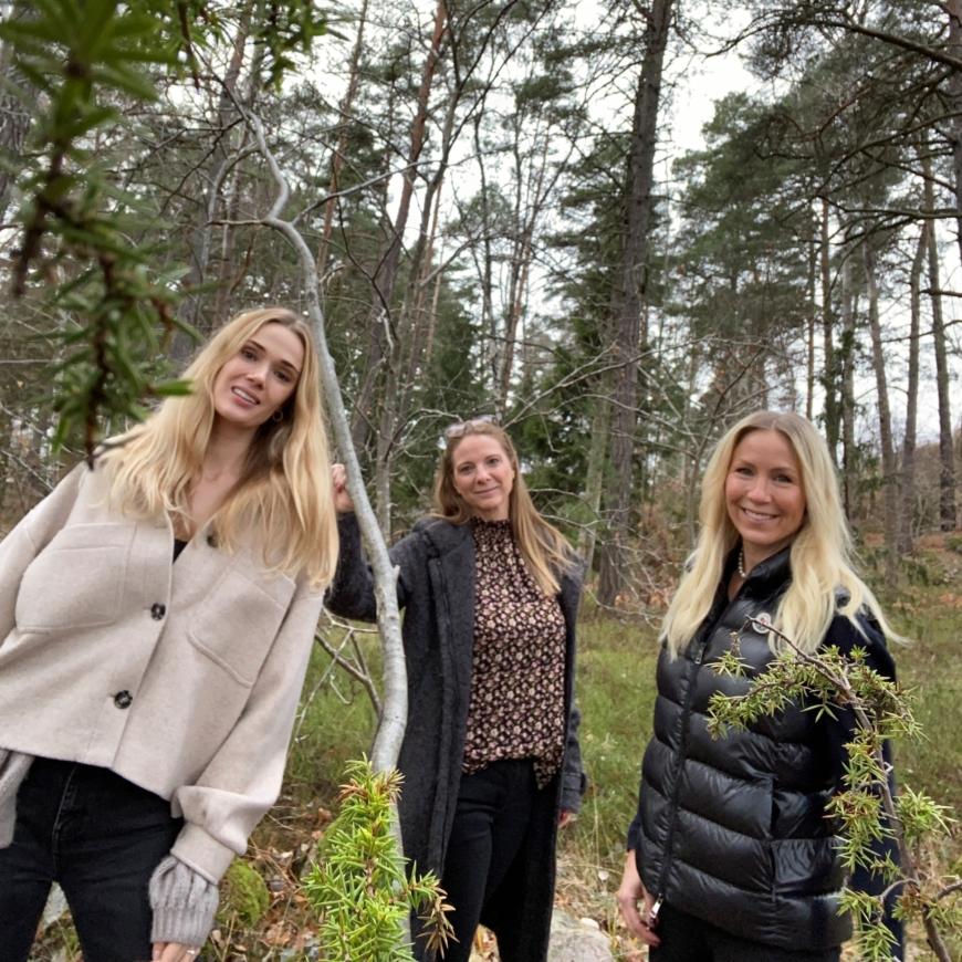 Bild på Sara, Yasemin och Annica i naturen