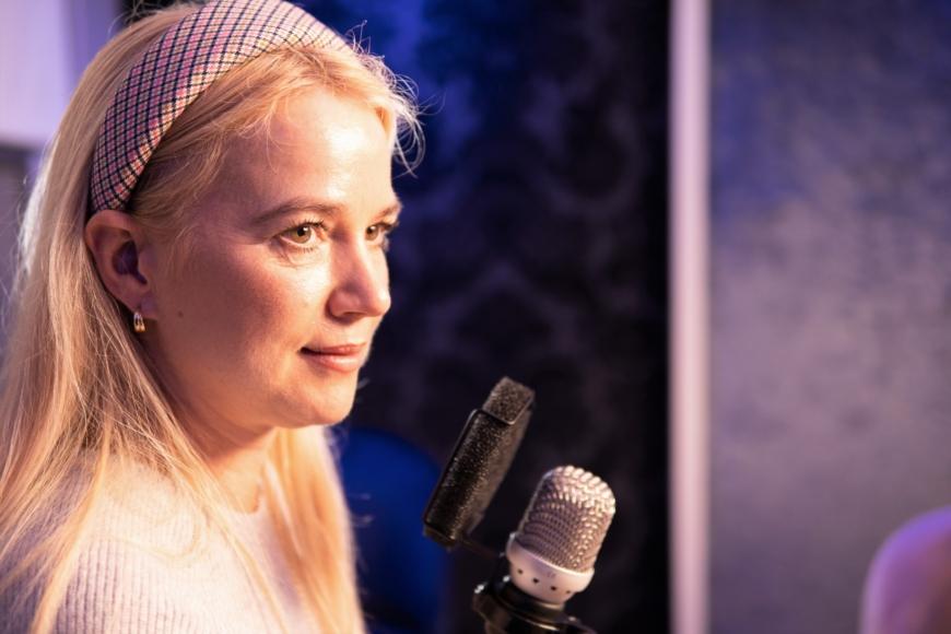 Sofia Mellström i poddstudion