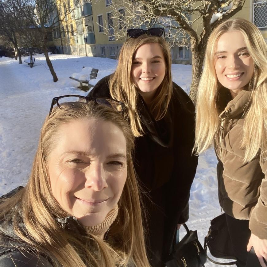 Yasemin, Brow-felicia och sara ute i snön
