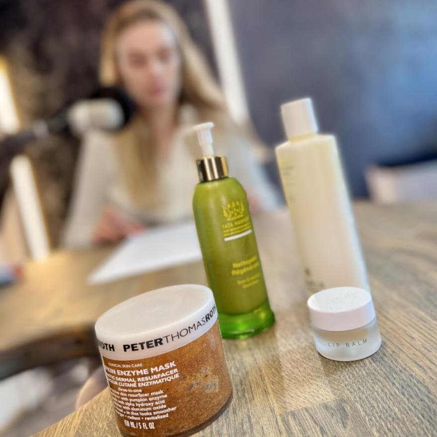 Bild på fyra produkter i poddstudion