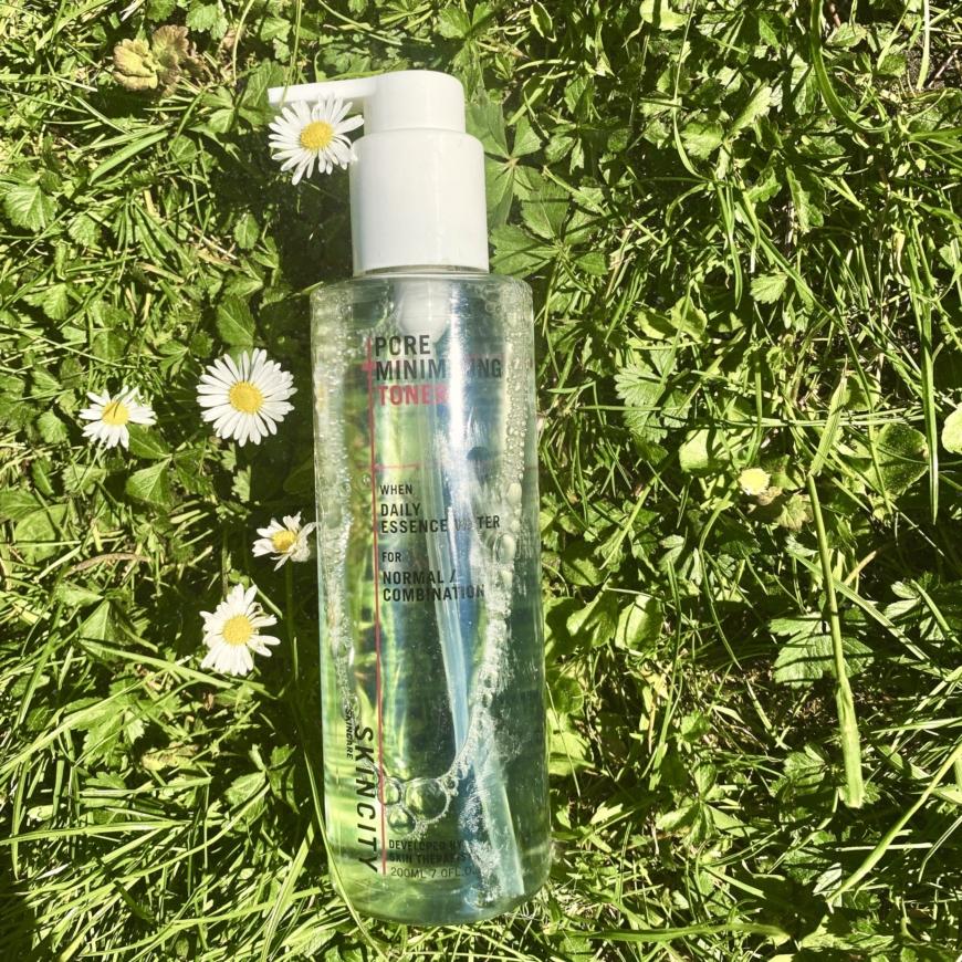Pore minimizing toner i gräset